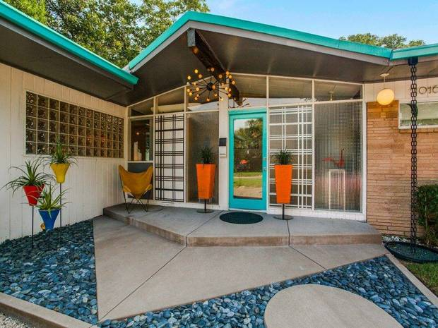 11-design-elements-from-a-1950s-time-capsule-that-we-never-see-anymore-1950s-interior-design-teal-and-orange-mid-century-house-58051984ab6b79084cbfe3ec-w620_h800